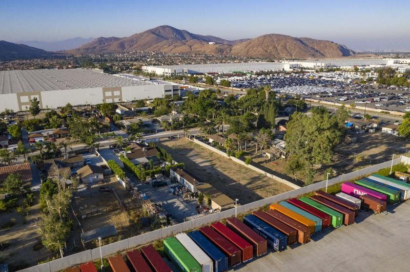 FONTANA, CA - AUGUST 13, 2019: In the past 5 years, hubs of warehouses have surrounded neighborhoods squeezing out residents on August 13, 2019 in Fontana, California. (Brian Vander Brug/Los AngelesTimes)