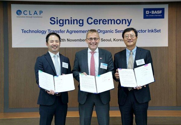 From left, CEO of Cleanwrap Moon-Soo Seung, Managing Director of BASF New Business GmbH Guido Poit, CEO of CLAP Sung-Ho Kim