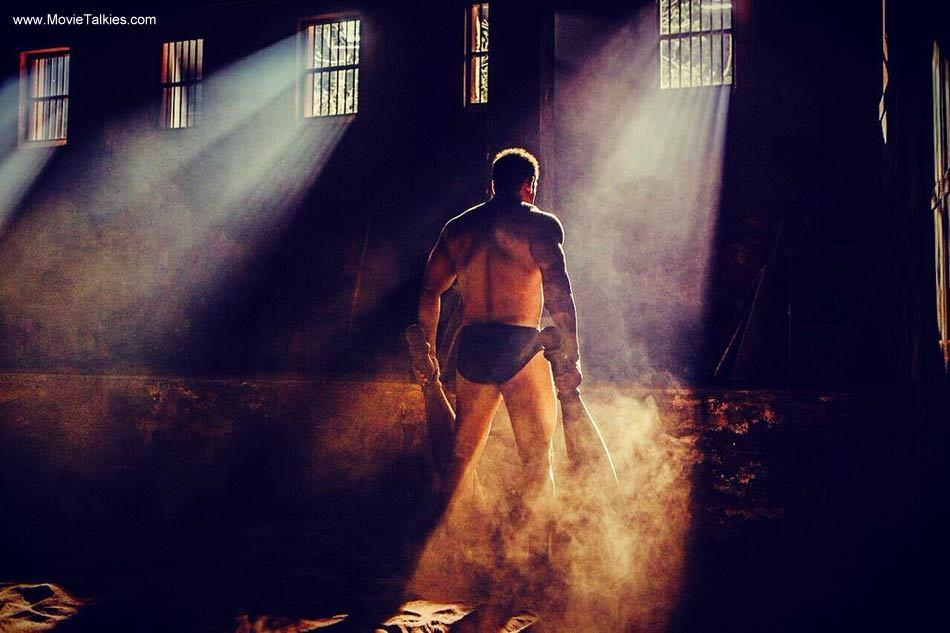 <p>Salman's physique in <i>Sultan</i> is sure to give men some major gym goals. His ripped muscles and toned abs are proof enough that one can look hot and sexy even at 50!</p>