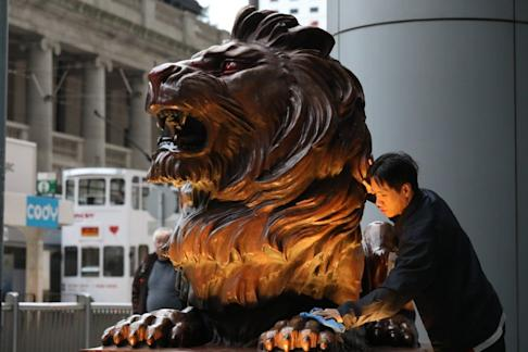 HSBC staff cleaning up the vandalised lion statue at the HSBC headquarters in Central on January 2. Photo: Nora Tam