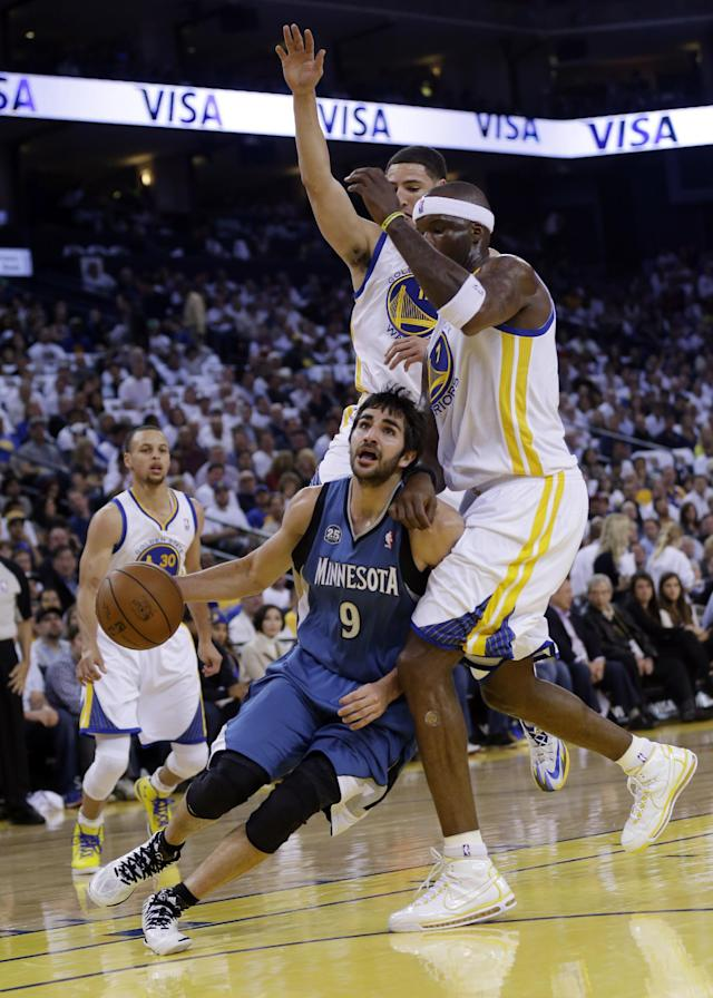 Minnesota Timberwolves' Ricky Rubio (9) dribbles to the basket as Golden State Warriors' Jermaine O'Neal, right, and Klay Thompson, center, defend during the first half of an NBA basketball game on Monday, April 14, 2014, in Oakland, Calif. (AP Photo/Marcio Jose Sanchez)