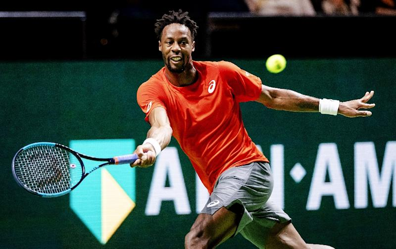 Resurgent Wawrinka sets up Nishikori semi-final in Rotterdam