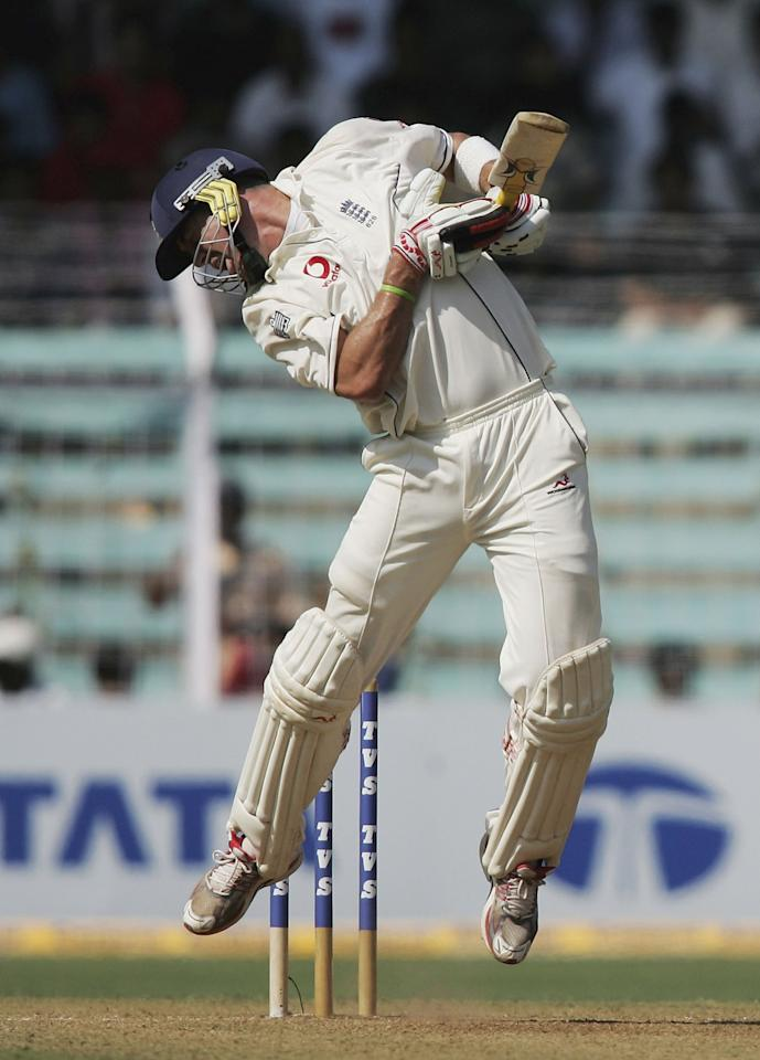 MUMBAI, INDIA - MARCH 18: Kevin Pietersen of England takes evasive action from a Munaf Patel bouncer during the first day of the Third Test between India and England at the Wankhede Stadium on March 18, 2006 in Mumbai, India.  (Photo by Ben Radford/Getty Images)
