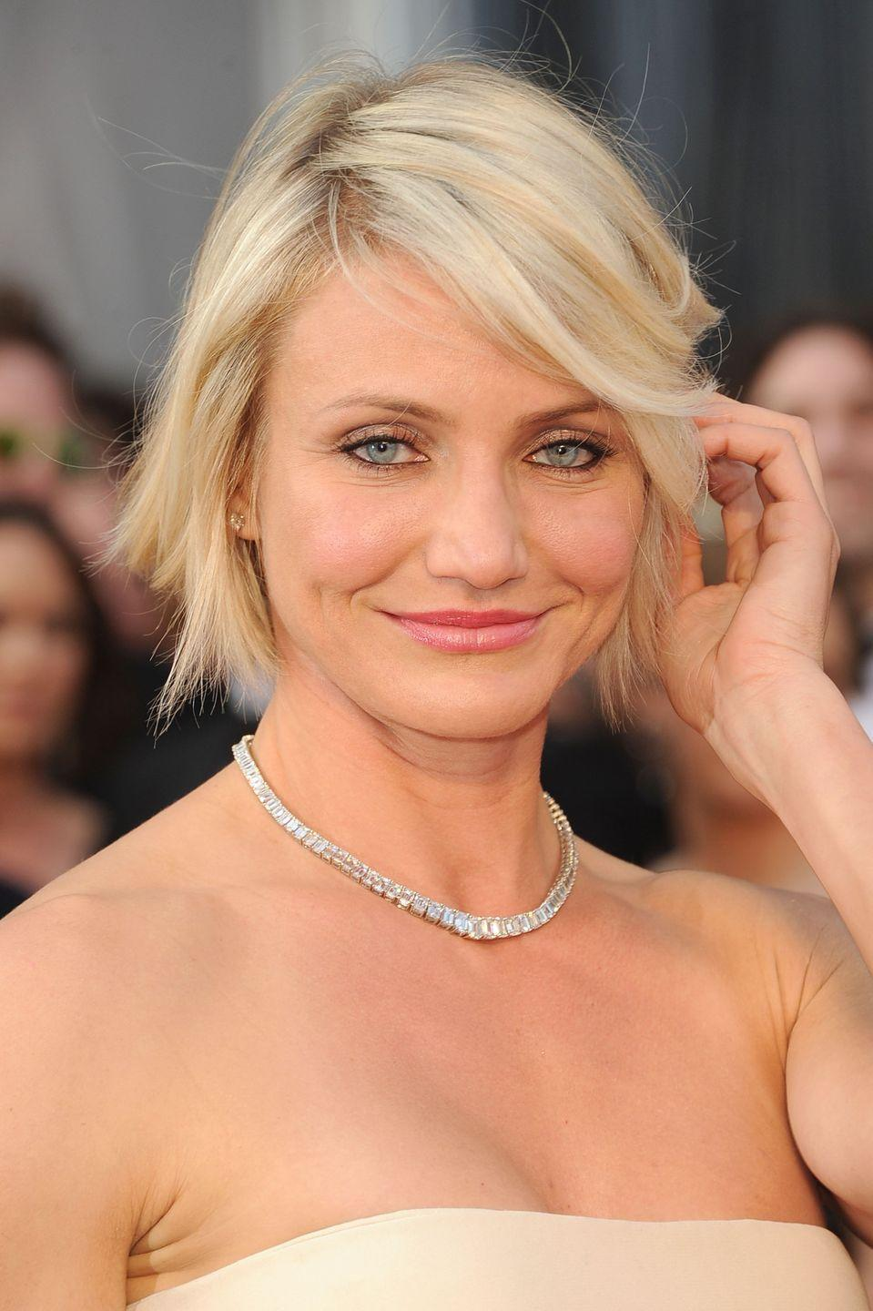 <p>This jawline length asymmetrical bob on actress <strong>Cameron Diaz </strong>features jagged layers to add fullness and enhance her face shape.</p>