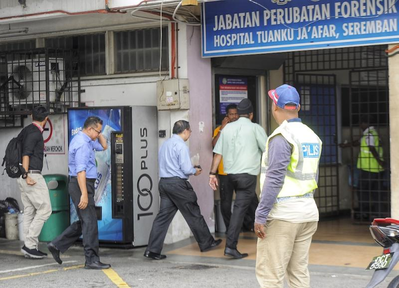 A team from Kuala Lumpur Hospital's pathology department arrives at Tuanku Ja'afar Hospital in Seremban August 14, 2019, ahead of a post-mortem on the body of Irish teen Nora Anne Quoirin. — Picture by Shafwan Zaidon