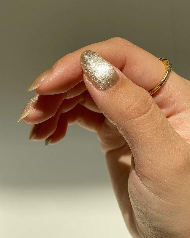 "<p>Prepare to see a lot of versions of this mesmerizing look in all different shades come this spring (if we all haven't started wearing it already). You might need a special magnetic polish or <a href=""https://www.cosmopolitan.com/style-beauty/beauty/a31902971/gel-nails-at-home/"" rel=""nofollow noopener"" target=""_blank"" data-ylk=""slk:gel polish"" class=""link rapid-noclick-resp"">gel polish</a> to achieve <strong>this cool color-changing velvet effect</strong> (use <a href=""https://www.patreon.com/amylenails"" rel=""nofollow noopener"" target=""_blank"" data-ylk=""slk:this tutorial"" class=""link rapid-noclick-resp"">this tutorial</a> to get the exact look), or you can get a similar look with a little less effort by using a <a href=""https://www.cosmopolitan.com/style-beauty/beauty/g8264828/holographic-nail-polish/"" rel=""nofollow noopener"" target=""_blank"" data-ylk=""slk:holographic nail polish"" class=""link rapid-noclick-resp"">holographic nail polish</a>. </p><p><a href=""https://www.instagram.com/p/CITwRXZjLRd/?utm_source=ig_embed&utm_campaign=loading"" rel=""nofollow noopener"" target=""_blank"" data-ylk=""slk:See the original post on Instagram"" class=""link rapid-noclick-resp"">See the original post on Instagram</a></p>"
