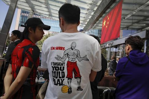 Chinese fans wearing dedicated t-shirts as they wait for NBA players outside the Ritz-Carlton hotel in Shanghai. Photo: AP