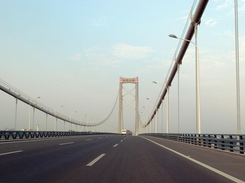 <p><b>10. Yangluo Bridge</b></p> <br><p>With a main span of 1,280 metres (4,200 ft), it is tied with the Golden Gate Bridge for the ninth longest suspension bridge in the world.</p> <br><p>By Bighandking [CC-BY-SA-3.0 (www.creativecommons.org/licenses/by-sa/3.0)], via Wikimedia Commons.</p>