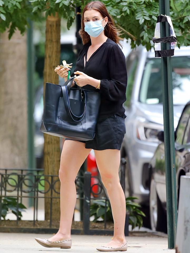 <p>Anne Hathaway steps out in a black ensemble for a stroll in N.Y.C. on Thursday.</p>