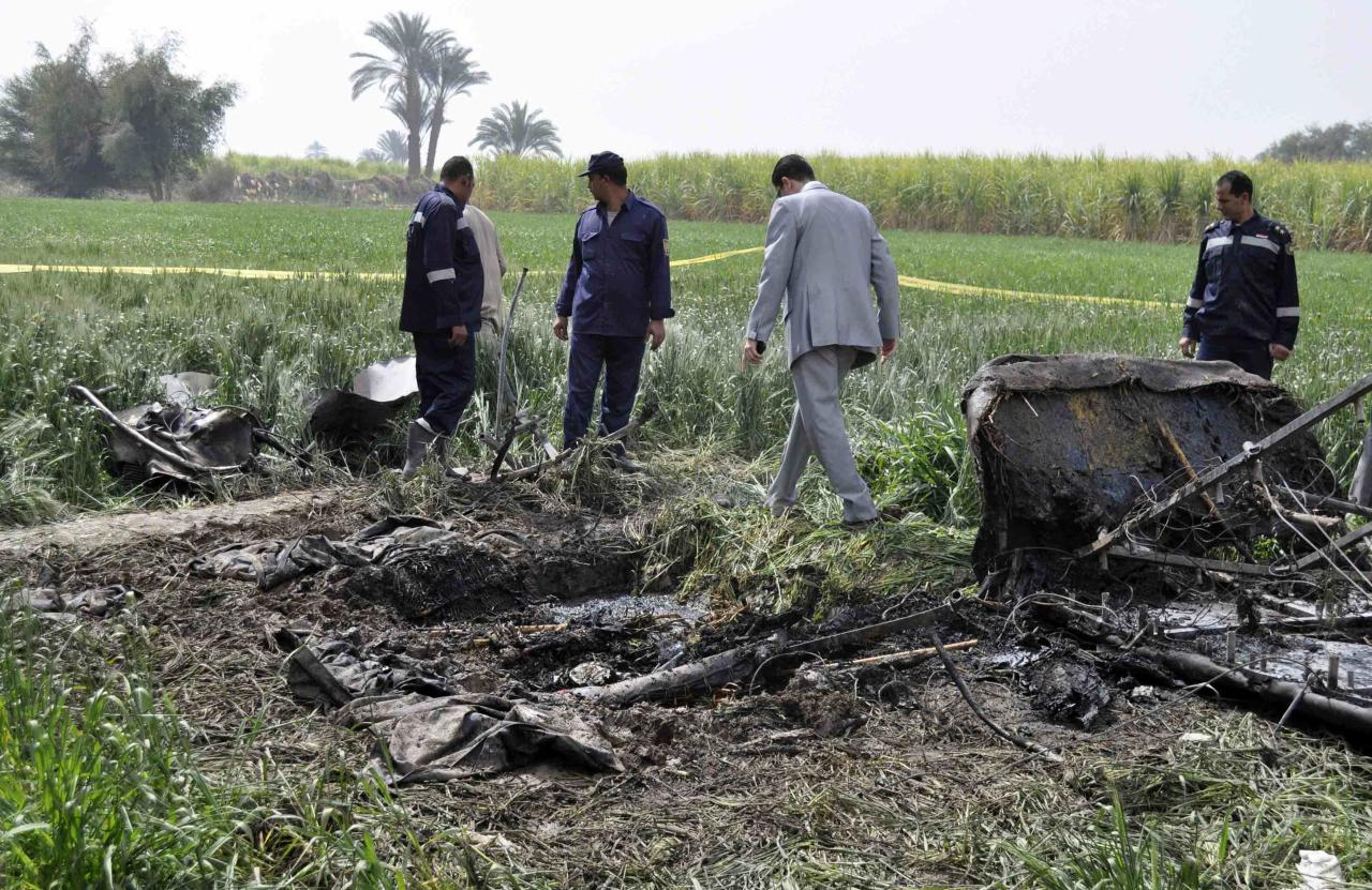 ŒTragic: Police and rescue officials check the wreckage of the hot air balloon that crashed in Luxor (Reuters)