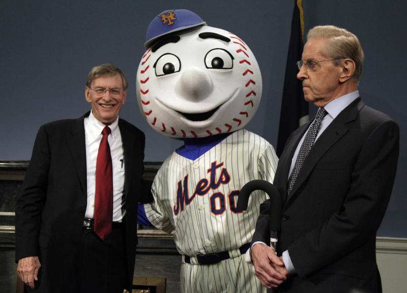 Major League Baseball Commissioner Bud Selig, left, and New York Mets owner Fred Wilpon, flank Mr. Met as it was announced that the 2013 All-Star baseball game will be hosted by the Mets at Citi Field, during a news conference at New York's City Hall, Wednesday, May 16, 2012. The Mets last hosted the All-Stars in 1964, the year Shea Stadium opened. (AP Photo/Richard Drew)