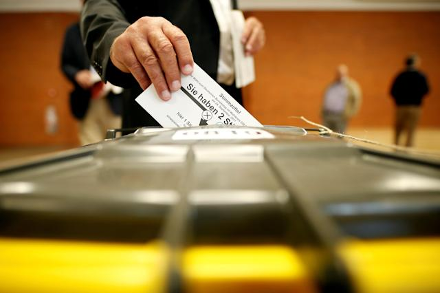 People vote in the general election (Bundestagswahl) in Munich, Germany, September 24, 2017. (Michaela Rehle / Reuters)