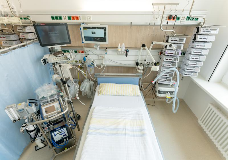 13 March 2020, Saxony, Dresden: An intensive care bed on an intensive care unit at the University Hospital Dresden. On the left side of the bed is a heart-lung machine, on top are the monitors for monitoring vital functions. To the right of the bed is a ventilator and infusion equipment. With this technology, seriously ill patients can be optimally cared for. Photo: Ronald Bonss/dpa-Zentralbild/dpa (Photo by Ronald Bonß/picture alliance via Getty Images)