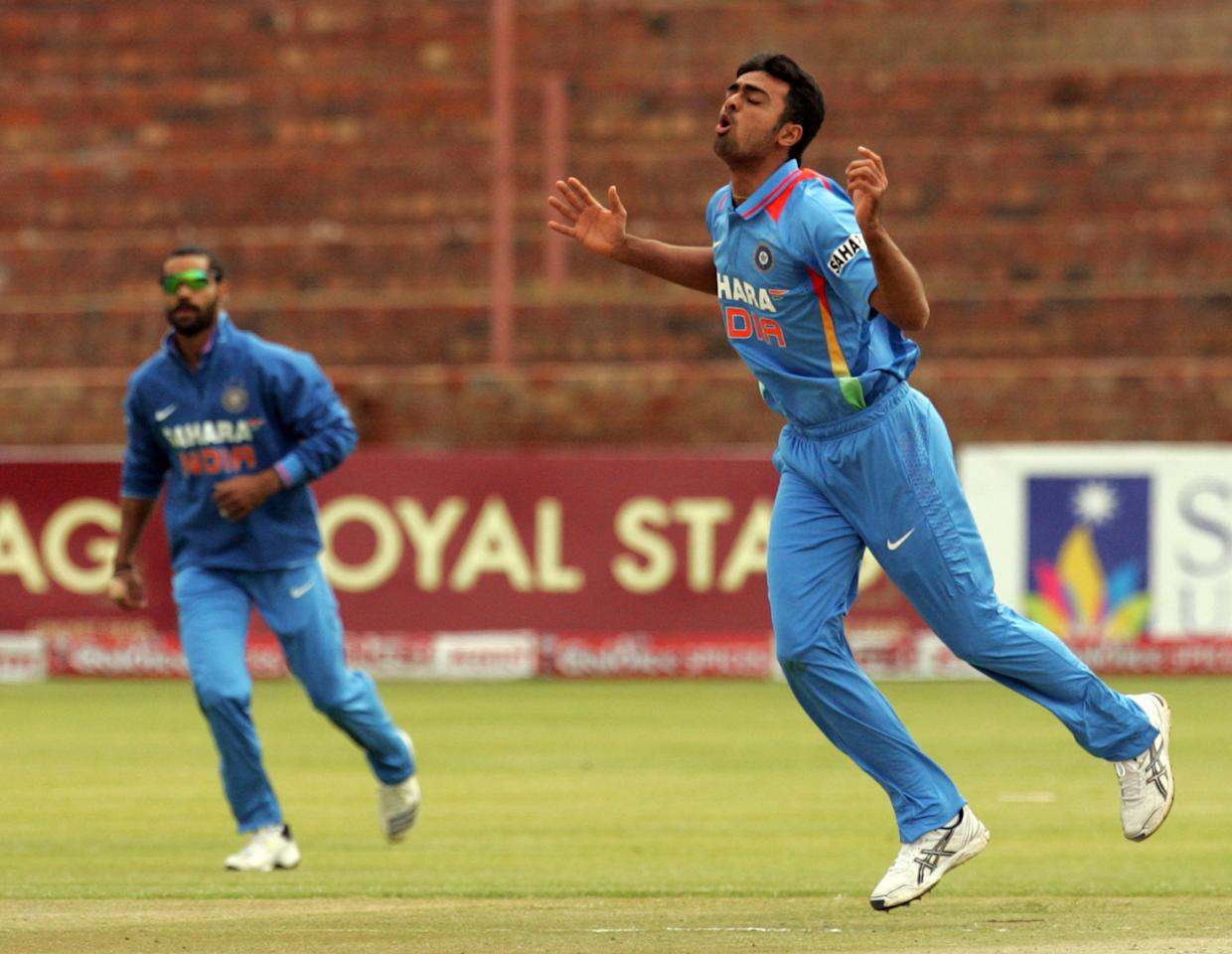Indian bowler Jaidev Unadkat (R) reacts during the final game of the 5 match cricket ODI series between Zimbabwe and India at the Queens Sports Club in Harare, on August 3, 2013. AFP PHOTO / JEKESAI NJIKIZANA        (Photo credit should read JEKESAI NJIKIZANA/AFP/Getty Images)