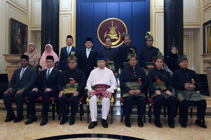 Sultan of Selangor Sultan Sharafuddin Idris Shah (centre) with Selangor Mentri Besar Amirudin Shari (third left) and the state exco line-up pose for a group photo at the Alam Shah Palace in Klang June 19, 2018.