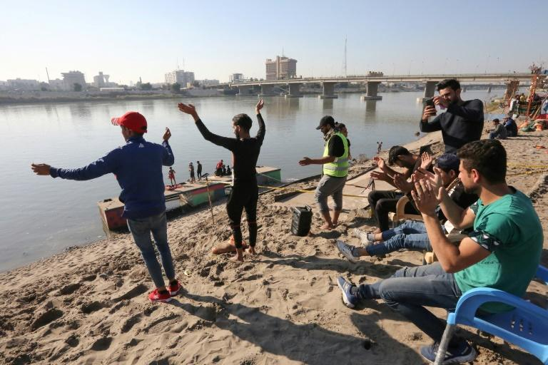In the heart of Baghdad, a few steps from the famed Tahrir Square, the post-Saddam generation continues its revolution in a festive atmosphere (AFP Photo/SABAH ARAR)