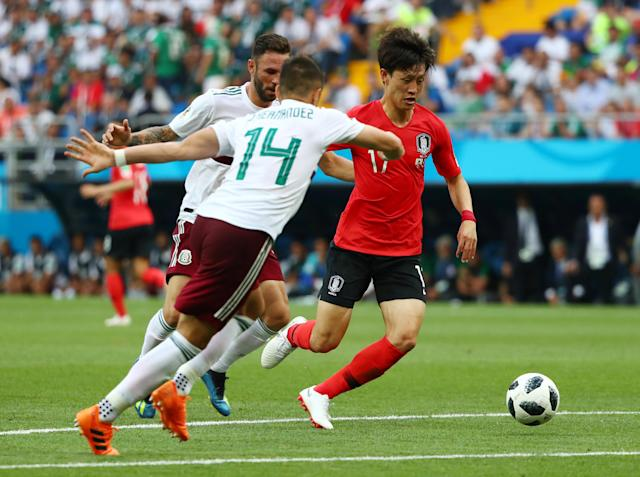 Soccer Football - World Cup - Group F - South Korea vs Mexico - Rostov Arena, Rostov-on-Don, Russia - June 23, 2018 South Korea's Lee Jae-sung in action with Mexico's Javier Hernandez REUTERS/Marko Djurica