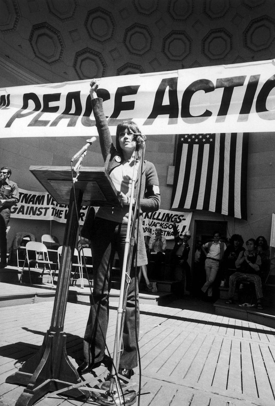 <p>Jane Fonda takes the stage at the Meeting For Peace In Vietnam in Central Park, New York.<br></p>