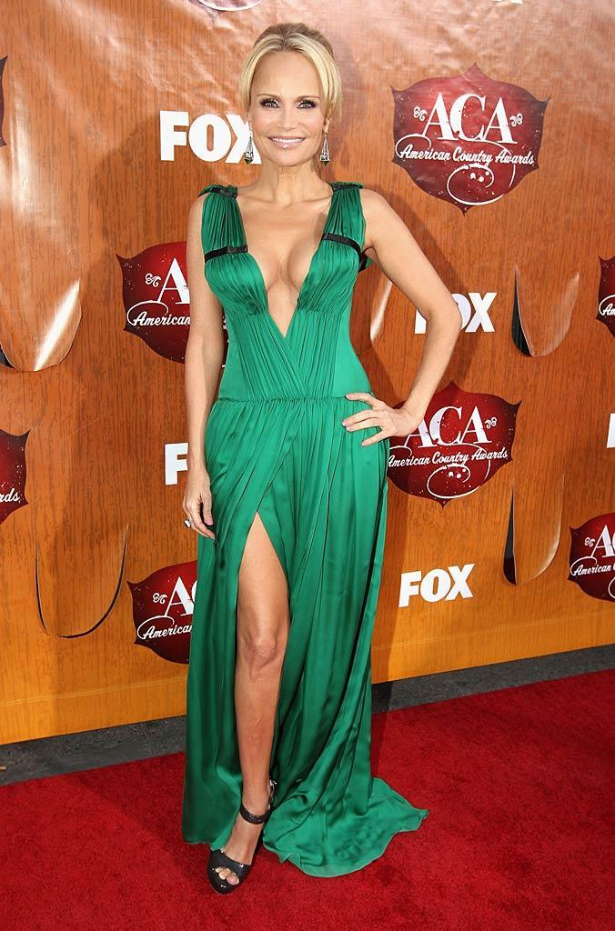 Trace's co-host Kristin Chenoweth arrives at the American Country Awards held at the MGM Grand Garden Arena in Las Vegas. (12/05/2011)