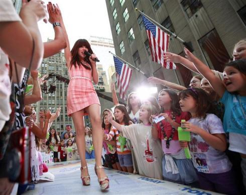 Carly Rae Jepsen performs on NBC's 'Today' show in New York, August 23, 2012.
