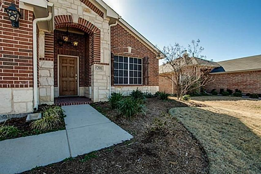 "<b><a href=""http://homes.yahoo.com/search/Texas/McKinney/homes-for-sale"" target=""_blank"">McKinney, TX</a> </b><br><a href=""http://homes.yahoo.com/Texas/Mckinney/5201-promised-land-dr:4b23f6da275ec2f06f986eca07880173"">5201 Promised Land Dr, McKinney TX</a><br> <p>For sale: $175,000<br><br>  </p><p>This one-story home claims to have it all. The 3-bedroom, 2-bath has an open floor plan with lots of natural light and plenty of upgrades, including a gas cooktop, low-E windows and fresh paint.</p>"