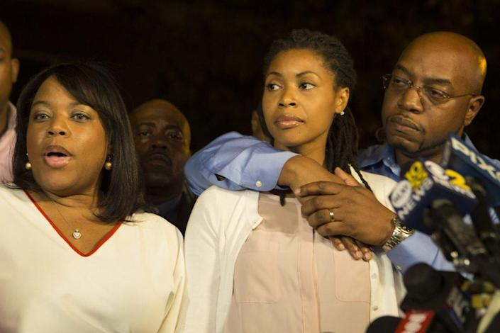 Miriam Carey's sisters, Valarie, left, and Amy, Right, speak to the media on Oct. 4, 2013 outside a family home in Bedford-Stuyvesent, Brooklyn after arriving back from Washington D.C. to identify her body. (Photo by Michael Graae/Getty Images)