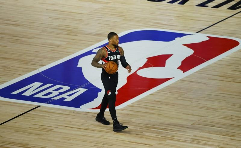 NBA roundup: Top seeds fall in playoff openers