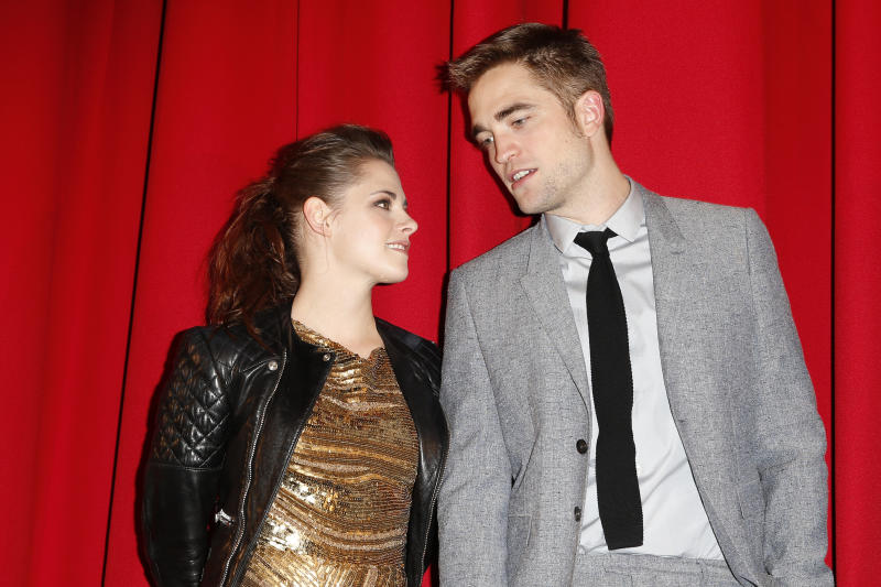 BERLIN, GERMANY - NOVEMBER 16:(EDITORS NOTE: Entertainment Online Subscriptions GLR Included) Kristen Stewart and Robert Pattinson attend the 'Twilight Saga: Breaking Dawn Part 2' Germany Premiere at CineStar on November 16, 2012 in Berlin, Germany. (Photo by Franziska Krug/Getty Images)