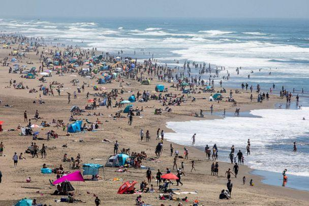 PHOTO: Crowds gather at Ocean Beach in San Francisco, May 25, 2020. The warm Memorial Day weather brought out large crowds to popular parks and beaches despite the shelter-in-place order amid the COVID-19 pandemic. (Jessica Christian/San Francisco Chronicle via AP)