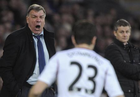 West Ham United's head coach Sam Allardyce (L) shouts at his players during their English Premier League match against Cardiff City at the Cardiff City Stadium in Cardiff, Wales, January 11, 2014. REUTERS/Rebecca Naden
