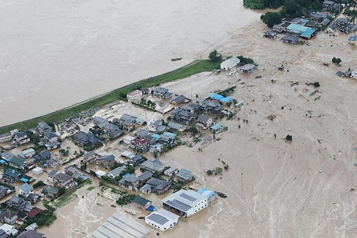 Floodwaters from the Kinugawa River flow into a residential area of Joso, Ibaraki Prefecture, on September 10, 2015 (AFP Photo/)