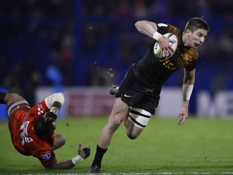 Sebastian Cancelliere of Argentina's Jaguares, right, goes for a try as Masirewa Hayden Parker of Japan's Sunwolves falls during a Super Rugby match in Buenos Aires, Argentina, Friday, June 14, 2019. (AP Photo/Gustavo Garello)