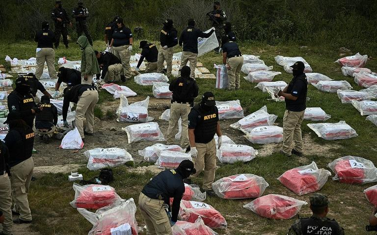Members of the Technical Agency of Criminal Investigations prepare to incinerate 3.3 tonnes of seized cocaine at the Military Police of Public Order headquarters in Tegucigalpa, Honduras (AFP/Orlando SIERRA)
