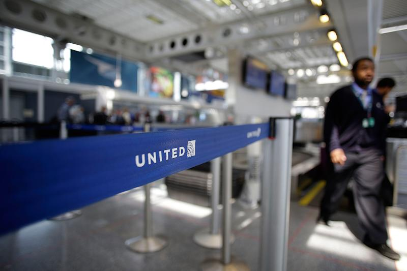 71-Year-Old Texas Man Sues United After Being Shoved to Ground by Employee: It Was 'Completely Unacceptable Behavior,' Says Airline