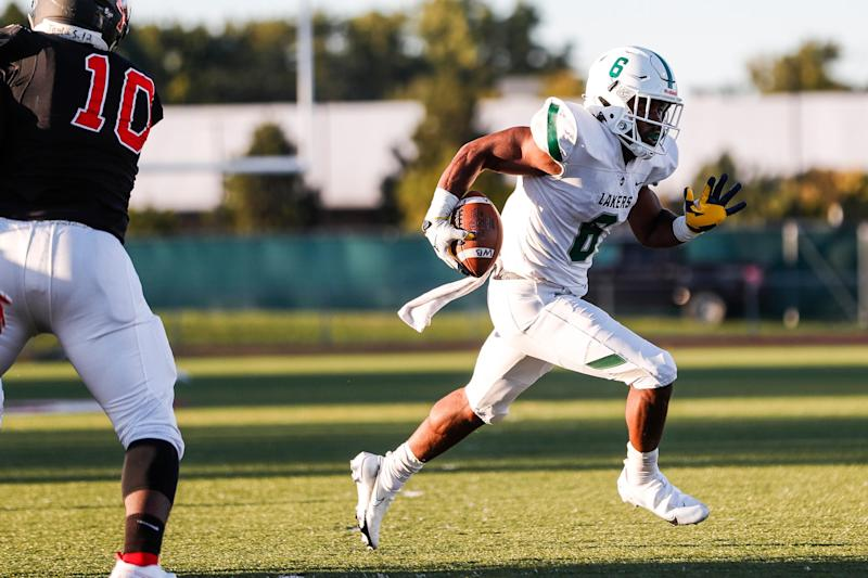 West Bloomfield running back Donovan Edwards (6) run against Oak Park during the first half of season opener at Oak Park High School on Friday, Sept. 18, 2020.