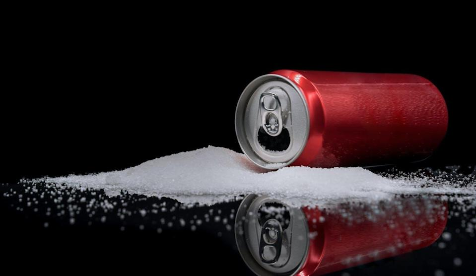 """<span class=""""attribution""""><a class=""""link rapid-noclick-resp"""" href=""""https://www.shutterstock.com/es/image-photo/unhealthy-food-concept-dangers-sugar-carbonated-1625568487"""" rel=""""nofollow noopener"""" target=""""_blank"""" data-ylk=""""slk:Shutterstock / Basicdog"""">Shutterstock / Basicdog</a></span>"""