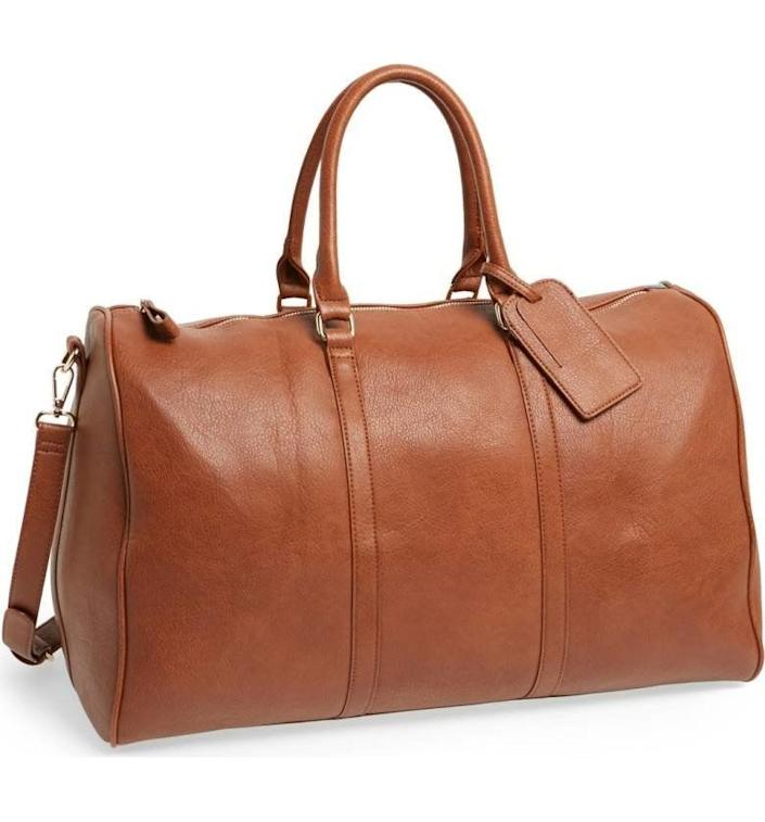 "Upgrade your weekend travel look with a refined faux leather travel bag. <strong><a href=""https://shop.nordstrom.com/s/sole-society-lacie-faux-leather-duffel-bag/3846051"" rel=""nofollow noopener"" target=""_blank"" data-ylk=""slk:Get it here"" class=""link rapid-noclick-resp"">Get it here</a></strong>."