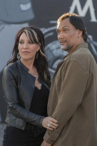 """<b>SPLURGE & EXPERIENCE GIFTS</b><br><br><b>""""Sons of Anarchy"""" -- Gemma's Leather Jacket, Limited Edition</b><br>Will it give its wearer the ability to take out a rival with a skateboard to the face or land a hot boyfriend like Jimmy Smits? No, but this gorgeous (and exclusive: only 100 are available) Italian-leather jacket will make her look like the queen of the Sons.<br><br><a href=""""http://shop.fxnetworks.com/limited-edition-gemmas-leather-jacket-black/detail.php?p=384251&v=fx_shows_sons-of-anarchy"""">FXShop</a>, $499.95<br><br><span></span><a href=""""http://tv.yahoo.com/news/-sons-of-anarchy--season-finale--star-maggie-siff-talks-about-tara-s-fate-and-the-episode-s-most-brutal-moments-233555596.html"""">Read our interview with 'SoA' star Maggie Siff</a>"""