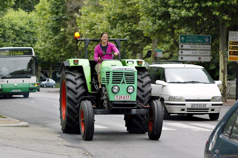 Manon Ossevoort is seen on July 25, 2005, driving her tractor through Saint Etienne, central France (AFP Photo/Philippe Merle)