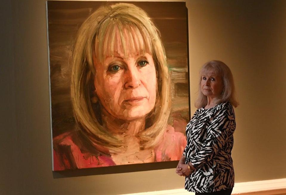 Mo Norton with her Portrait (2)