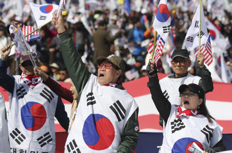 Thousands Take to Streets of South Korea in Support of Embattled Former President Park Geun-hye
