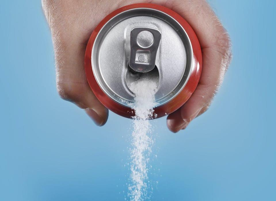 "<span class=""attribution""><a class=""link rapid-noclick-resp"" href=""https://www.shutterstock.com/es/image-photo/hand-holding-soda-can-pouring-crazy-283206281"" rel=""nofollow noopener"" target=""_blank"" data-ylk=""slk:Shutterstock / Marcos Mesa Sam Wordley"">Shutterstock / Marcos Mesa Sam Wordley</a></span>"