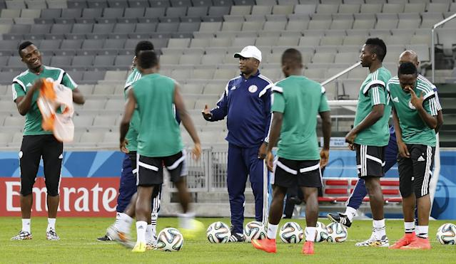 Nigeria's coach Stephen Keshi gestures to players during an official training session the day before the group F World Cup soccer match between Iran and Nigeria at the Arena da Baixada in Curitiba, Brazil, Sunday, June 15, 2014. (AP Photo/Frank Augstein)