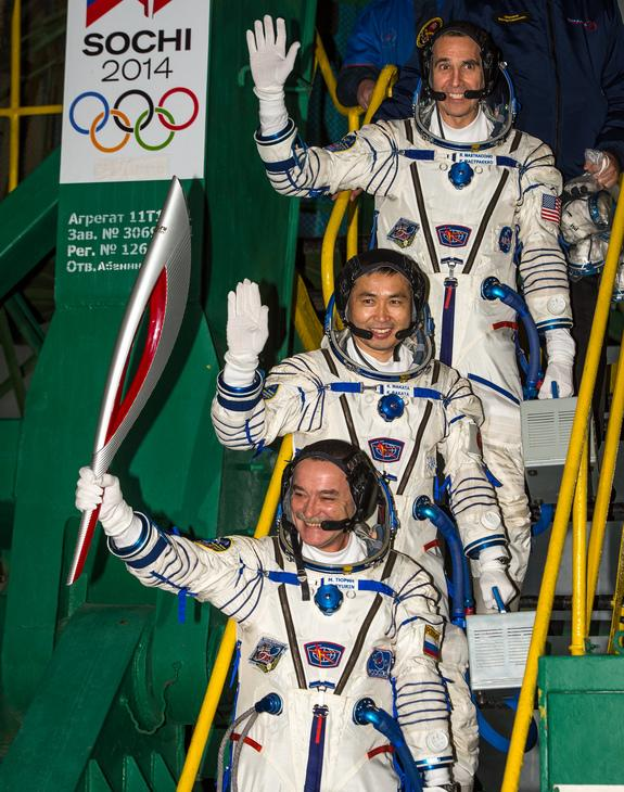 Spacewalking Cosmonauts 'Run' Historic Olympic Torch Relay in Space