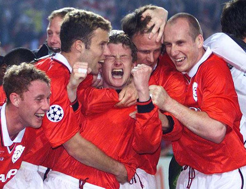 Manchester United's Ole Gunner Solskjaer (C) celebrates his winning goal with teammates Jaap Stam (R), Teddy Sheringham (2ndR), Ronny Johhnsen (4thR) and Nicky Butt during the European Cup Final in Barcelona's Nou Camp stadium May 26, 1999. Manchester United won the match 2-1 on two late goals. KC/SV
