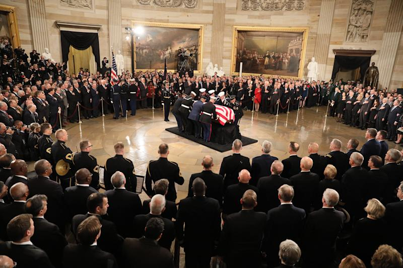 The casket of former President George H.W. Bush arrives to lies in state in the U.S. Capitol Rotunda on December 3, 20018 in Washington, DC. (Photo: Jonathan Ernst-Pool/Getty Images)