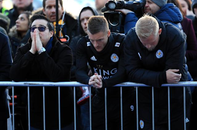 <p>Jamie Vardy and Kasper Schmeichel pay their respects to the Leicester City owner </p>