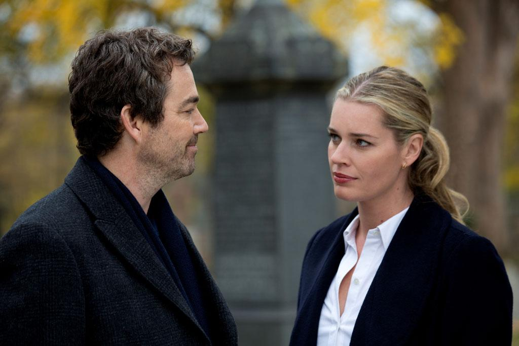 "Jon Tenney as Sean King and Rebecca Romijn as Michelle Maxwell in the series premiere of TNT's ""King & Maxwell."""