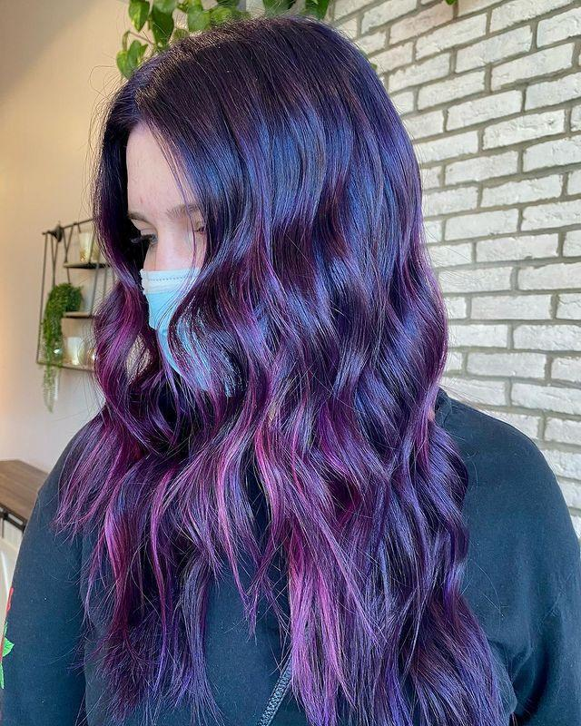 "<p>Balayage su capelli lunghi tonalità viola chiaro.</p><p><a href=""https://www.instagram.com/p/CNVgc3plWT4/"" rel=""nofollow noopener"" target=""_blank"" data-ylk=""slk:See the original post on Instagram"" class=""link rapid-noclick-resp"">See the original post on Instagram</a></p>"