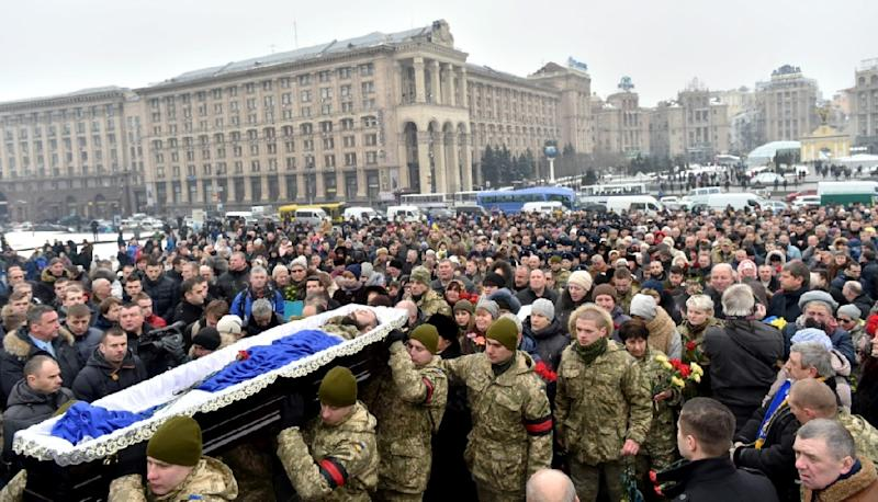 Mourners gather in Kiev's Independence (Maidan) Square on February 1, 2017, as servicemen carry the coffins of soldiers killed in eastern Ukraine (AFP Photo/)